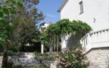 Holiday Home Novi Vinodolski: Holiday House (8 Persons) Kvarner, Novi ...
