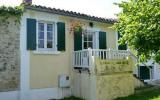 Holiday Home Aquitaine Radio: Holiday Cottage In Champagne Et Fontaine Near ...